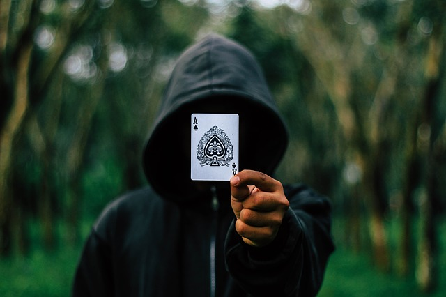 karta eso před obličejem