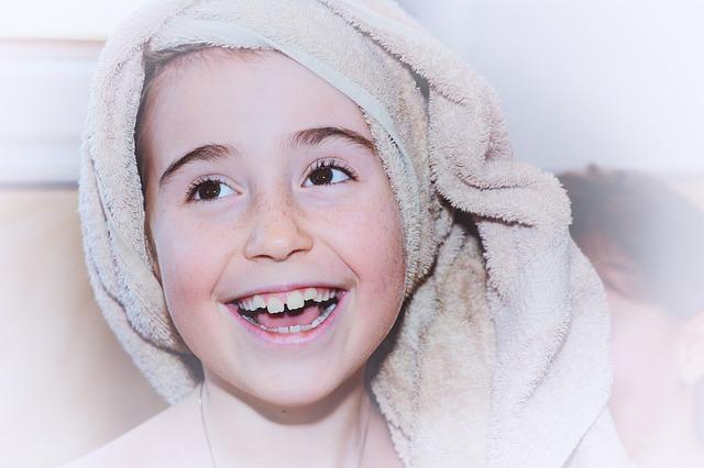 holčička s ručníkem