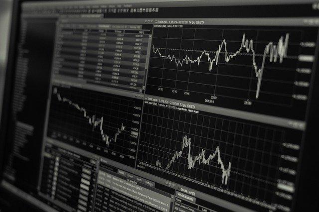 Vývoj kurzů měn na monitoru