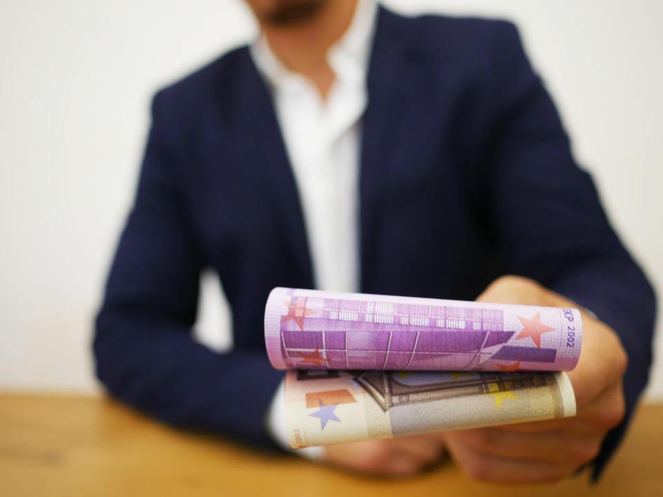 půjčení peněz