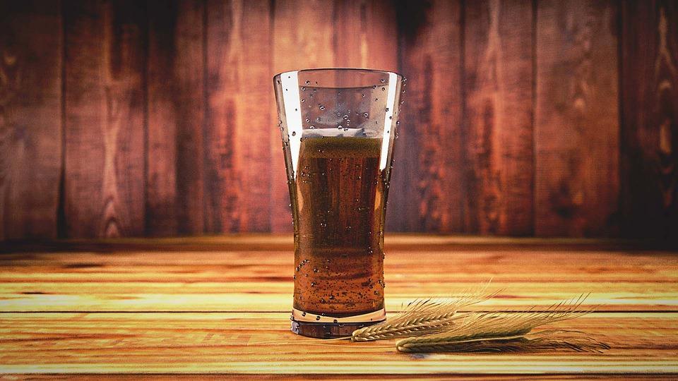 pivo na stole